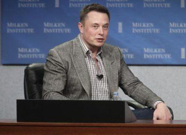 Elon Musk Says Tesla to Remain a Public Company